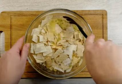 Яичница в лаваше: оригинальный быстрый завтрак на сковороде