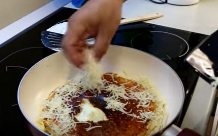 Яичница с мясом и овощами в лаваше на сковороде - рецепт пошаговый с фото