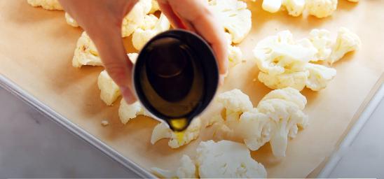 смазать капусту оливковым маслом