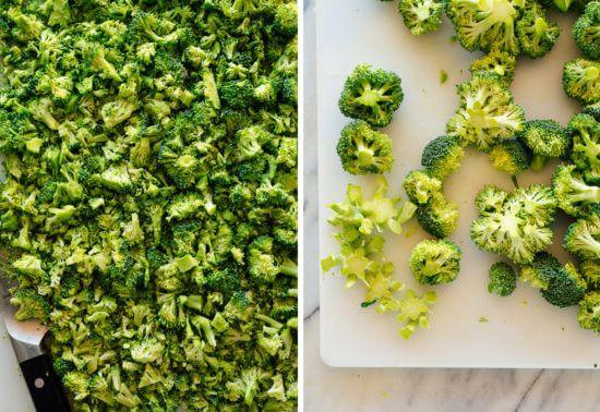 мелко нарезать соцветия брокколи
