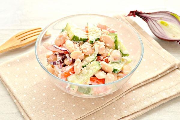 Рецепты простых и вкусных салатов на Новый год 2022